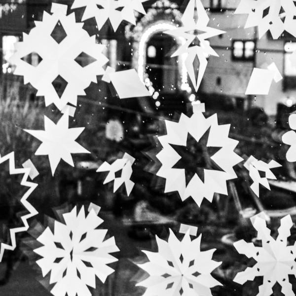 snowflakesblacknwhite_1